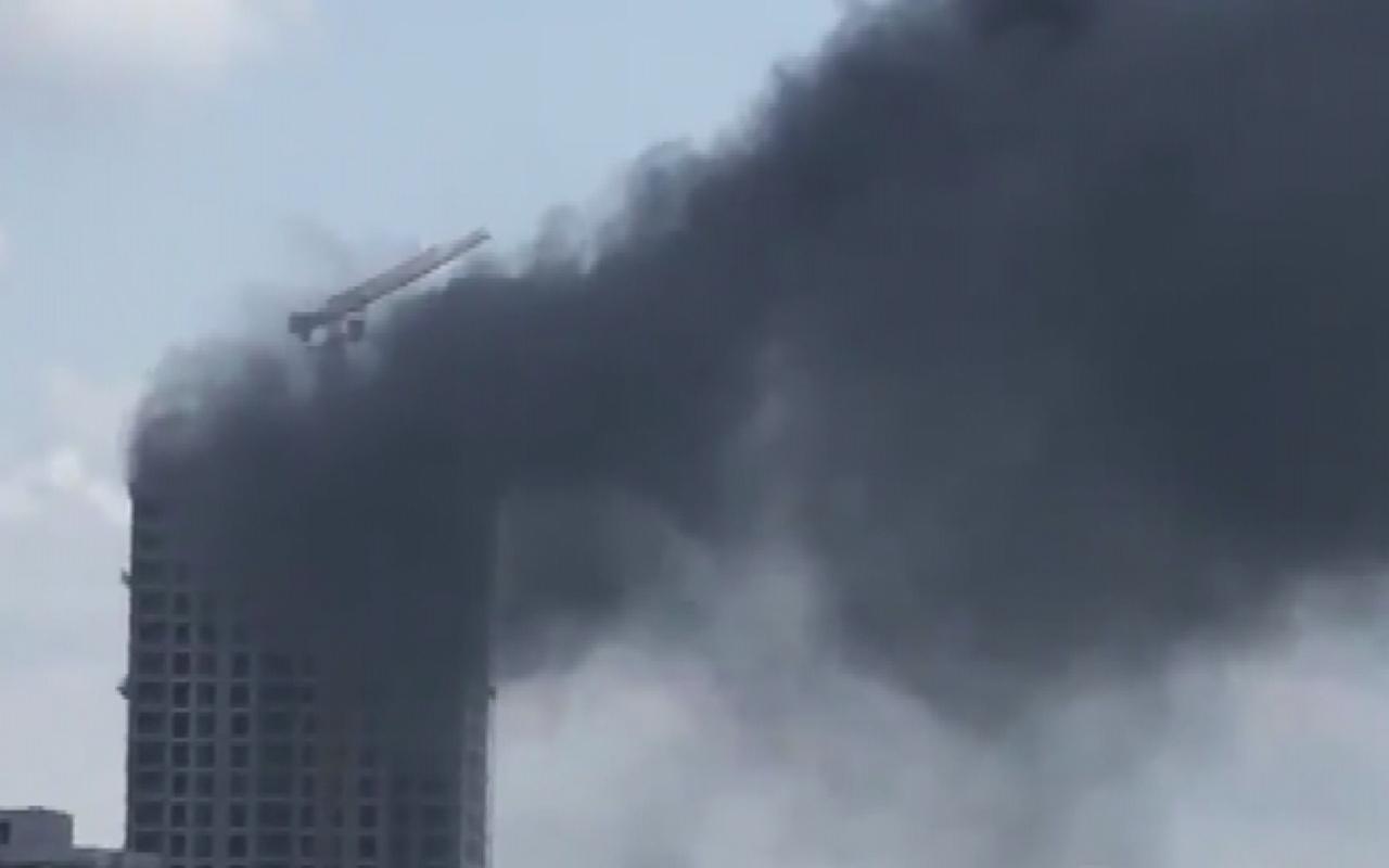 Ümraniye'de Gökdelen inşaatında yangın! Dumanlar gökyüzünü kapladı