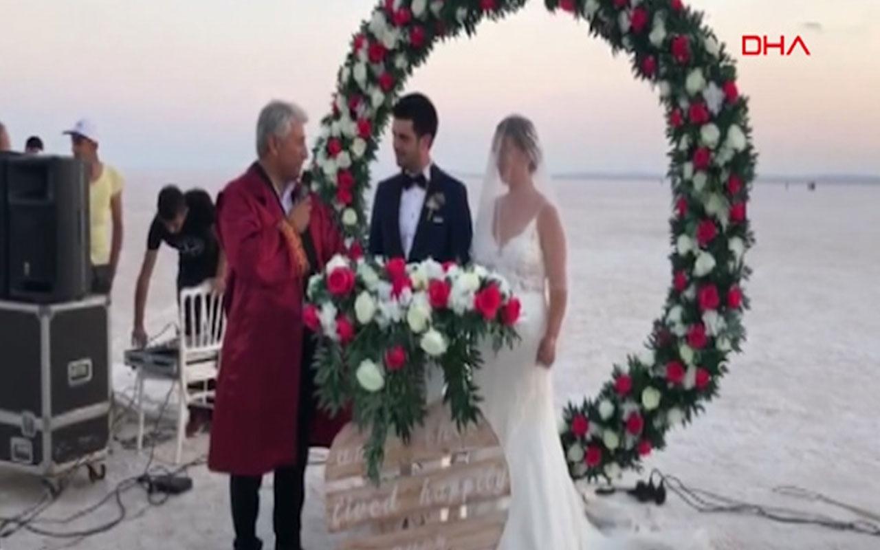 Ankara tuz gölü üzerinde nikah kıydılar