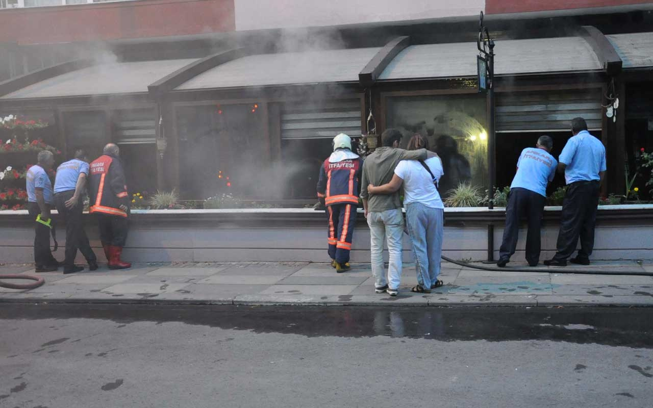 Restoranın yanışını gözyaşları ile izledi