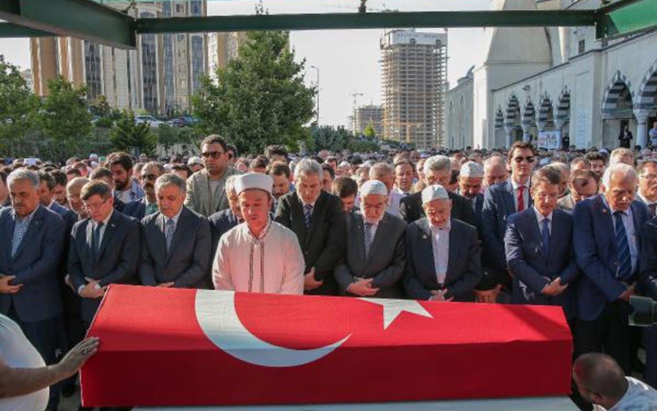 ESKİ Devlet Bakanı Süleyman Arif Emre İstanbul'da son yolculuğuna uğurlandı.