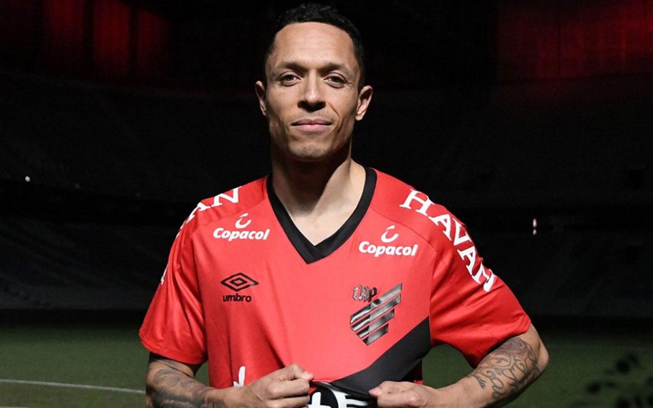 Adriano Athletico Paranaense'ye transfer oldu
