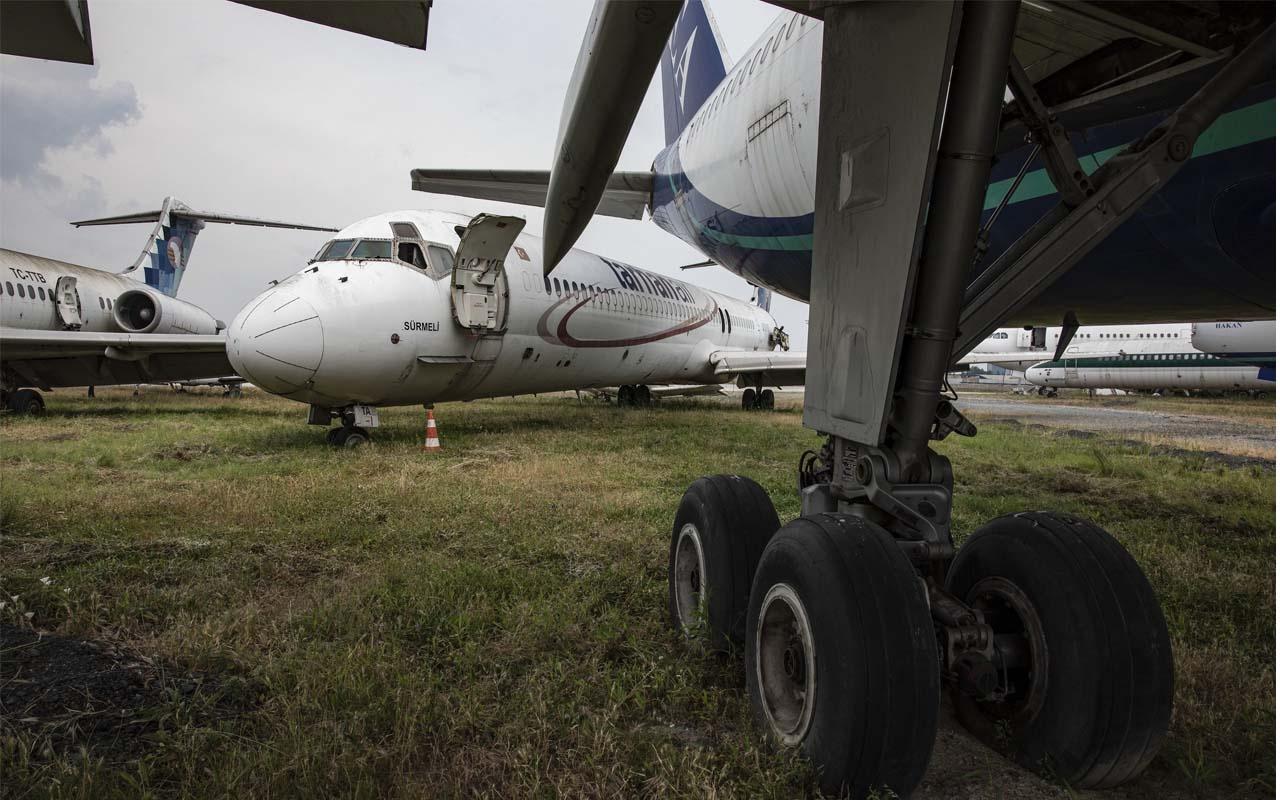 Havaalanlarında 6 aydan fazla bekleyen uçaklar satışa çıkarılıyor