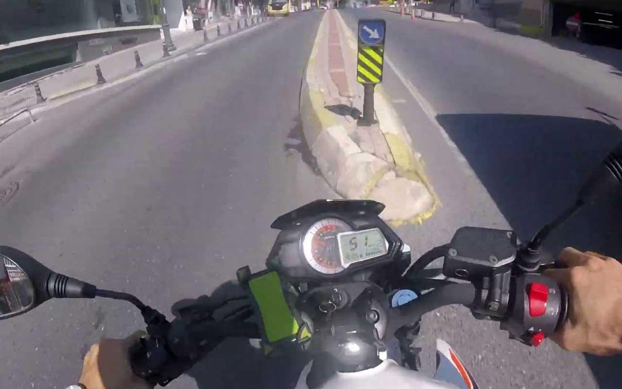 İstanbul'da otobüsü sollamak isteyen motosikletli gencin kazası kamerada