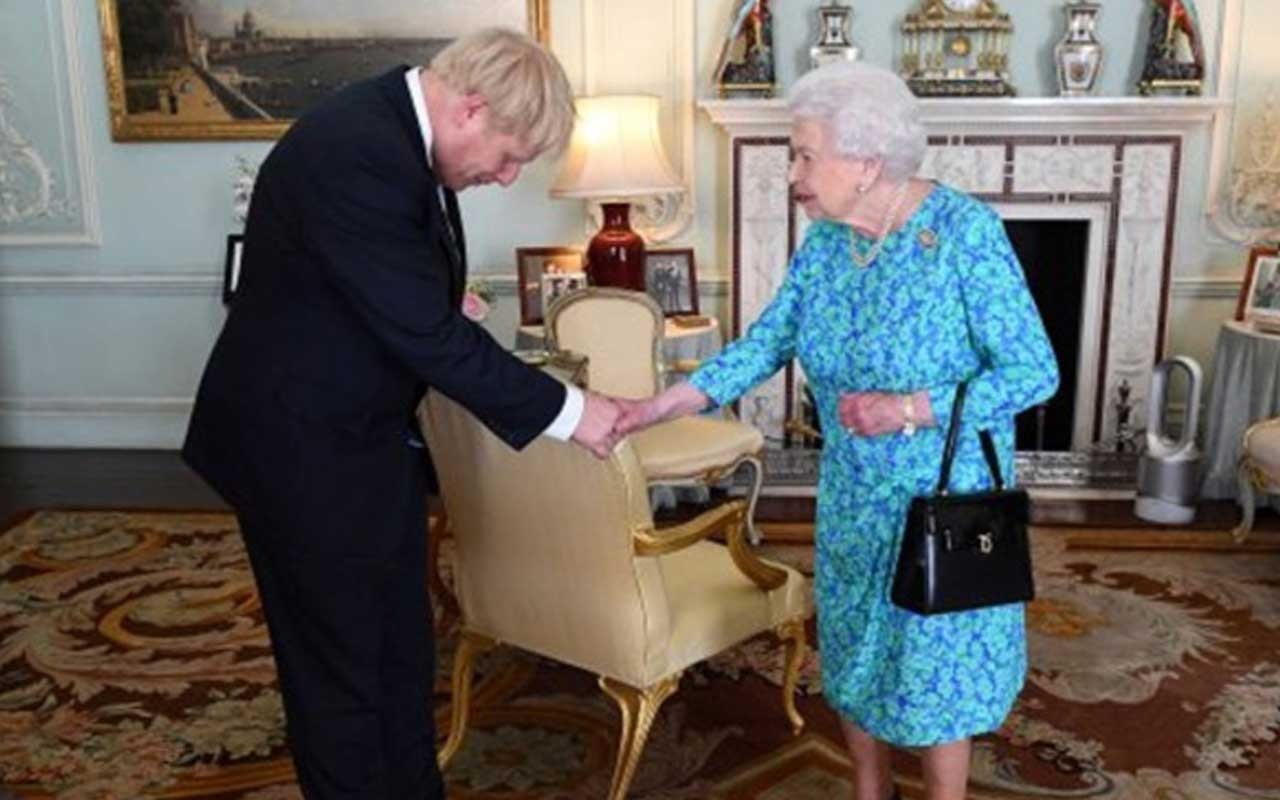 Boris Johnson hükümet kurma görevini aldı
