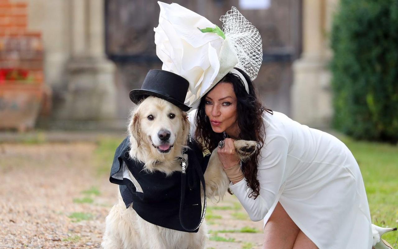Yaşadığı 220 ilişki mutlu etmedi! Eski model Elizabeth Hoad köpeğiyle evleniyor