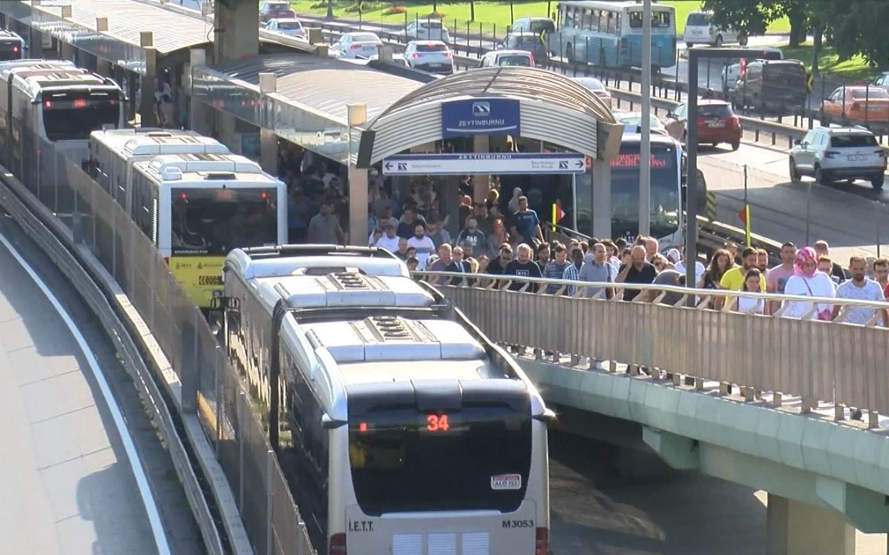 Zeytinburnu'nda metrobüs arızalandı! Uzun kuyruklar oluştu
