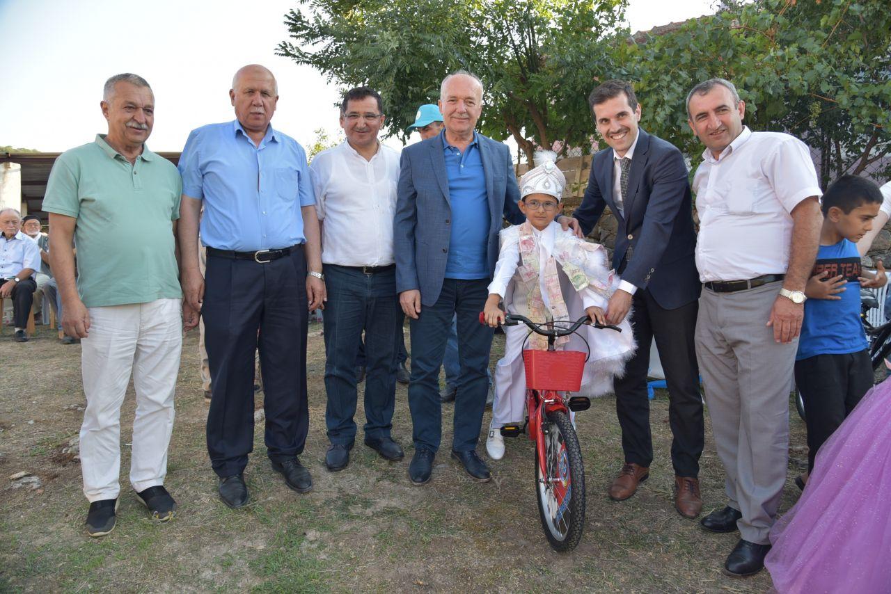 Balıkesir'de belediye başkanından alkışlanacak hareket! Herkesin takdirini topladı