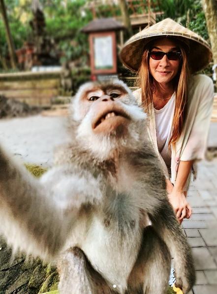 Caner Erdeniz ile evlenen Müge Boz'un telefonunu balayında maymun çaldı! Bakın nasıl geri aldı