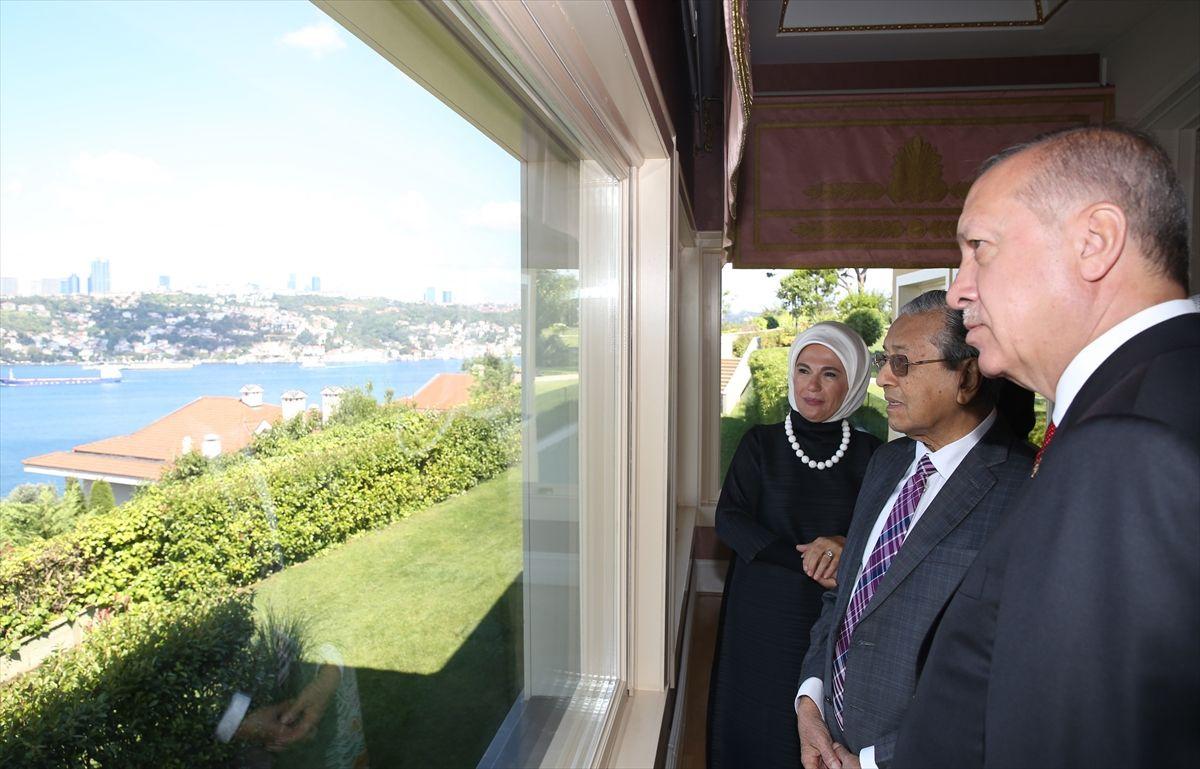 Cumhurbaşkanı Erdoğan, Malezya Başbakanı Muhammed'e İstanbul'u gezdirdi