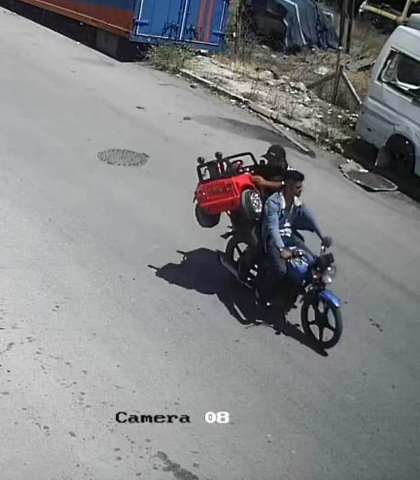 Konya'da İkra'nın çalınan akülü arabası, evlerinin önüne bırakıldı