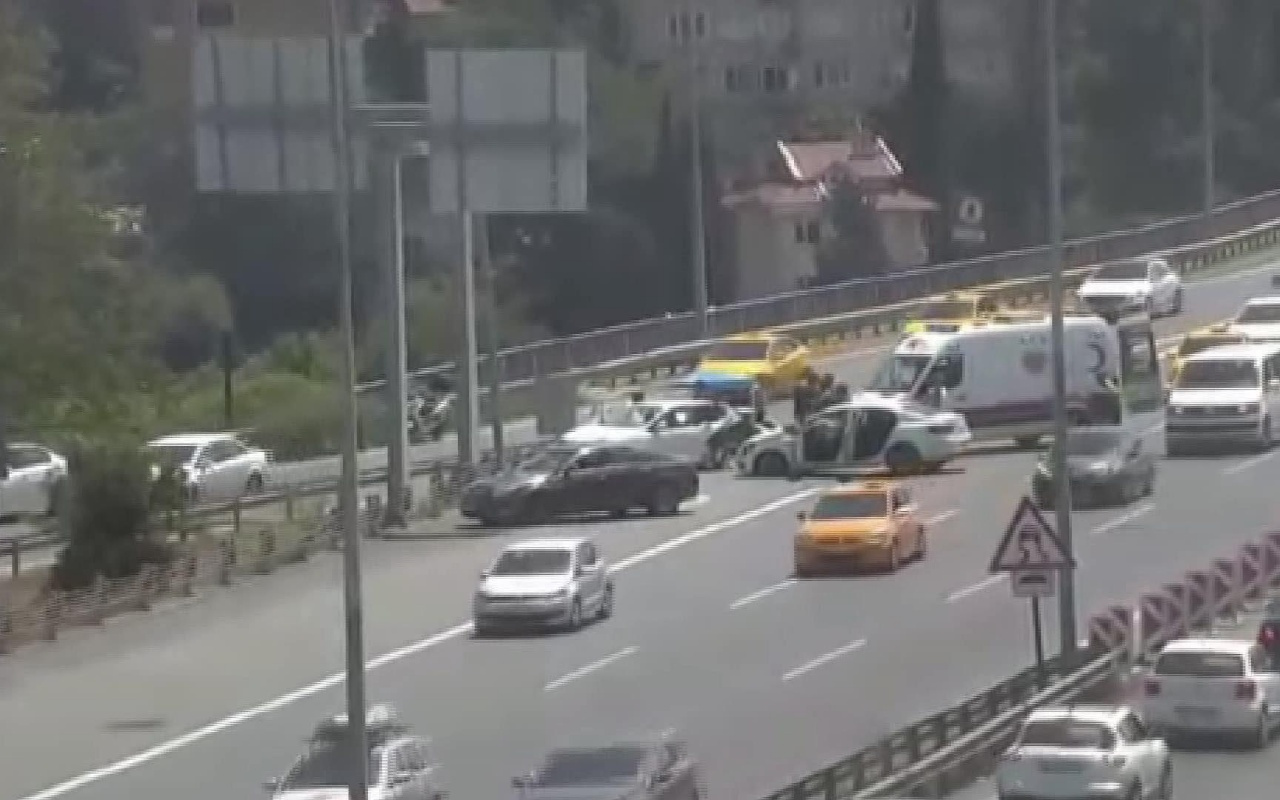 15 Temmuz Şehitler köprüsü çıkışında kaza oldu! Trafik durma noktasına geldi