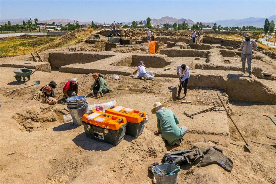 Van'da kazı çalışmalarında bulundu yetkililer 'sıra dışı durum' dedi - Sayfa 2