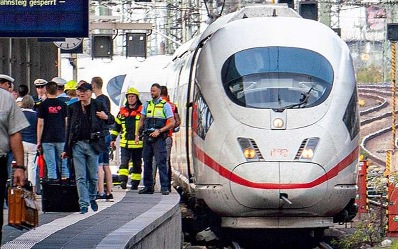 Frankfurt'ta istasyonda bekleyen anne ve çocuğu hızlı trenin önüne attı