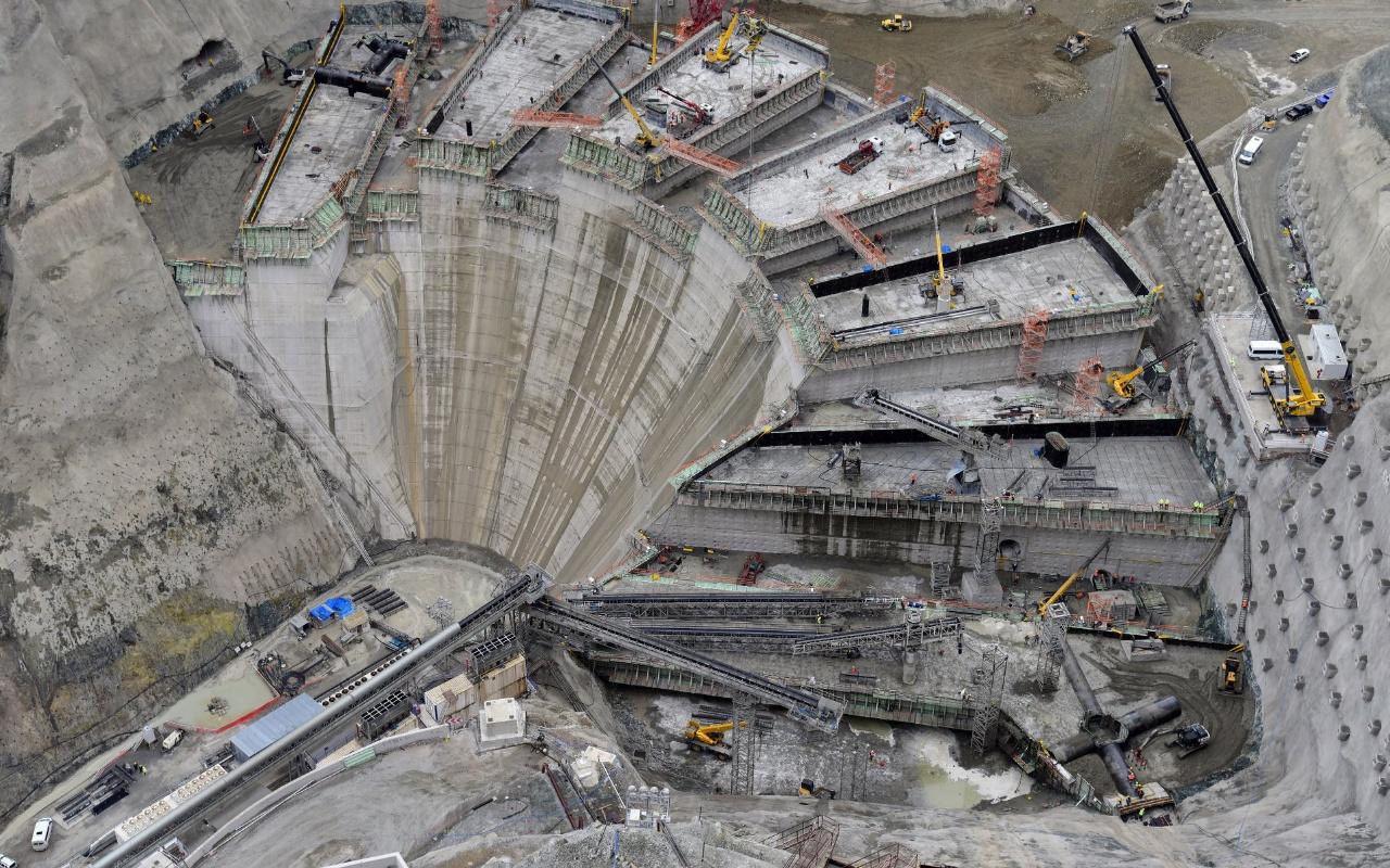 Artvin'de yapımı süren Türkiye'nin en yükseği dünya üçüncüsü olan baraj 2021'de üretime başlıyor