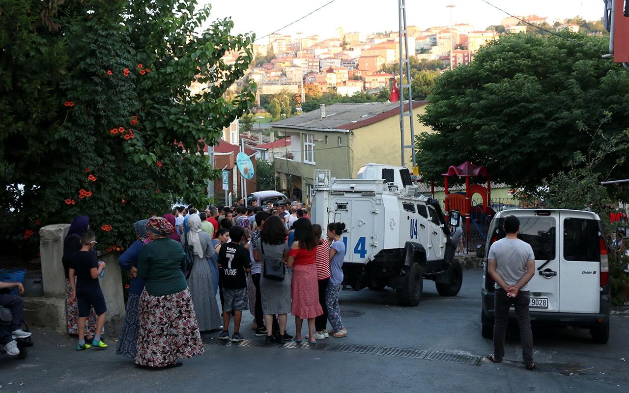 İstanbul Sarıyer'de otomobil çocukların arasına daldı