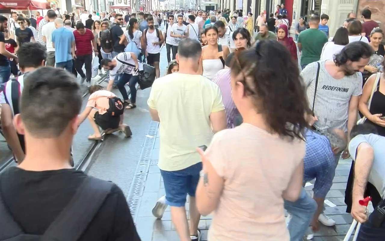 İstiklal Caddesi'nde gökten saçılan paralar izdihama neden oldu