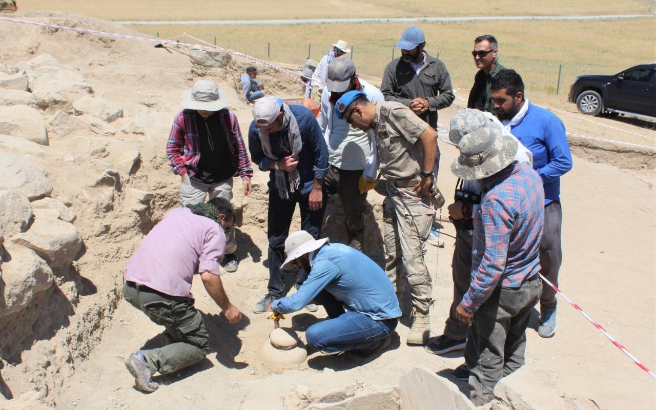 Van'da 2750 yıllık mezarlık keşfedildi! Cesetleri 4 farklı şekilde gömmüşler