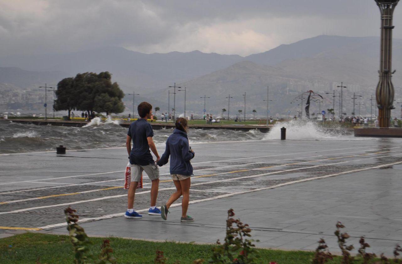 Sıcak havalara mola! Meteoroloji'den kuvvetli sağanak yağış uyarısı