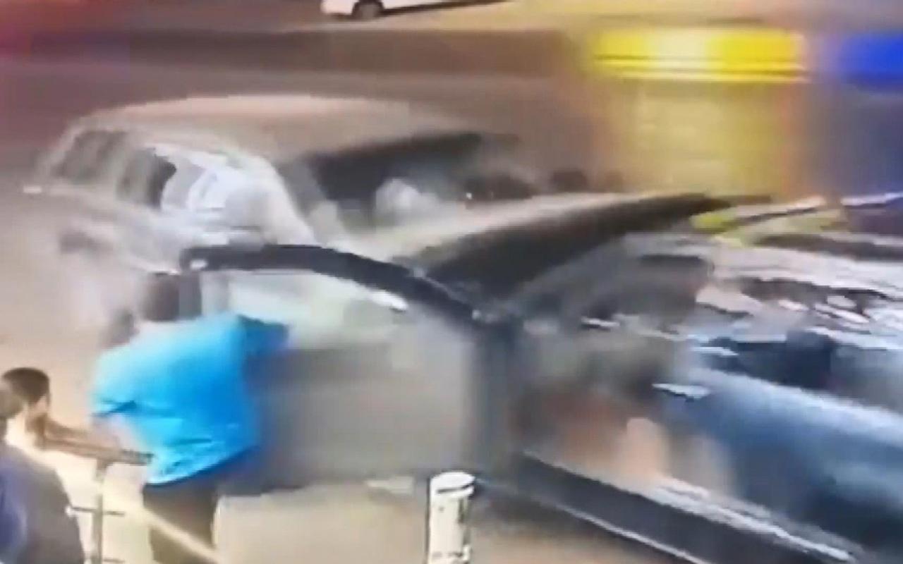 Baba ve kızı kazadan kıl payı kurtuldu
