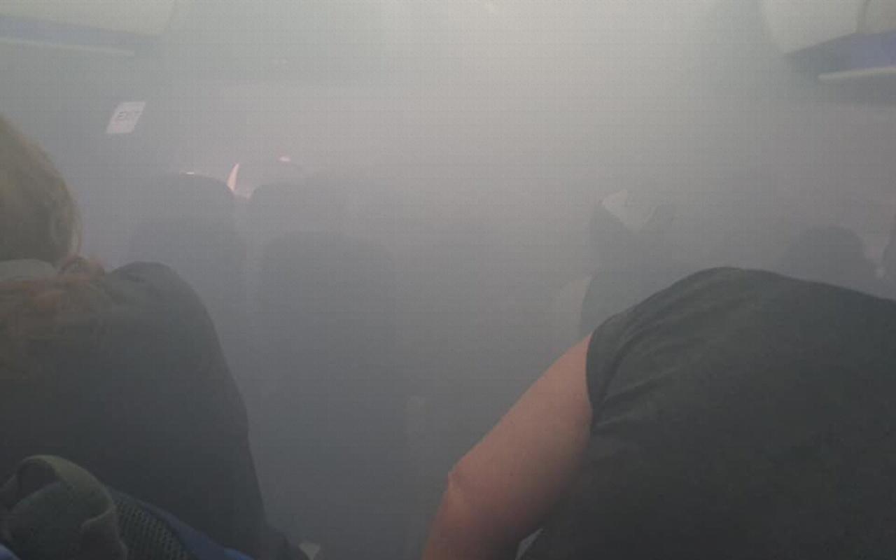 Kabini duman dolan British Airways yolcu uçağı acil iniş yaptı