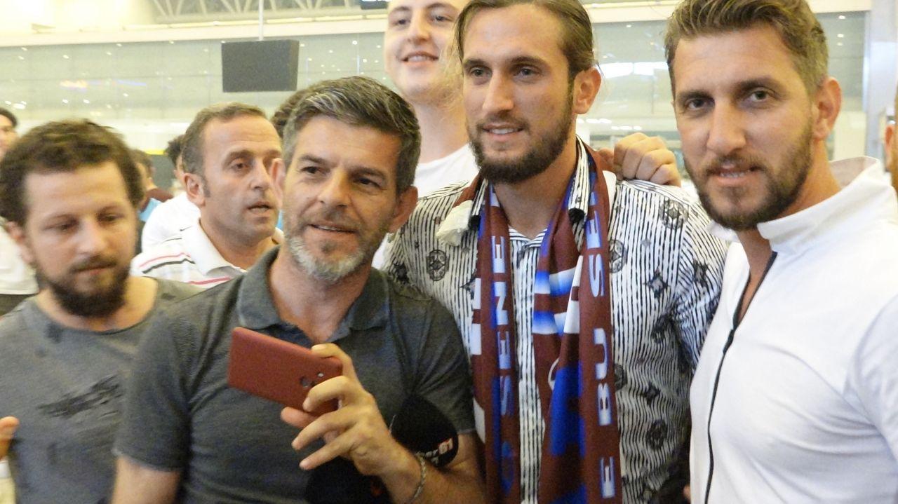 Yusuf Yazıcı Trabzonspor'a veda etti taraftarın son isteğini kırmadı