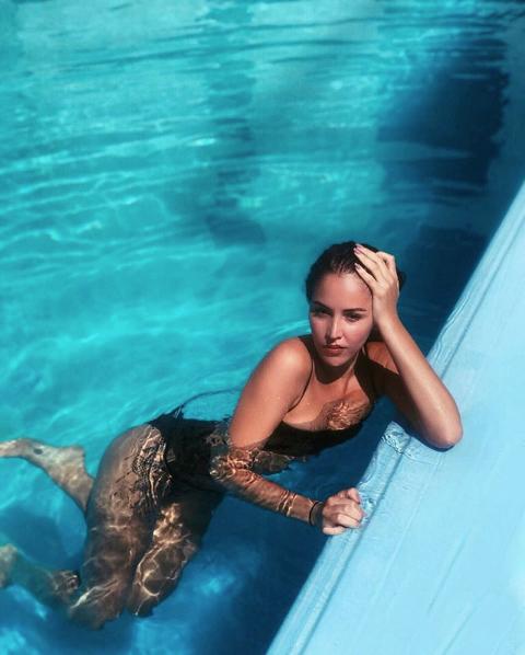 Survivor'ın güzeli Berna Keklikler'den iddialı havuz pozu! 'Havuz güzeli'