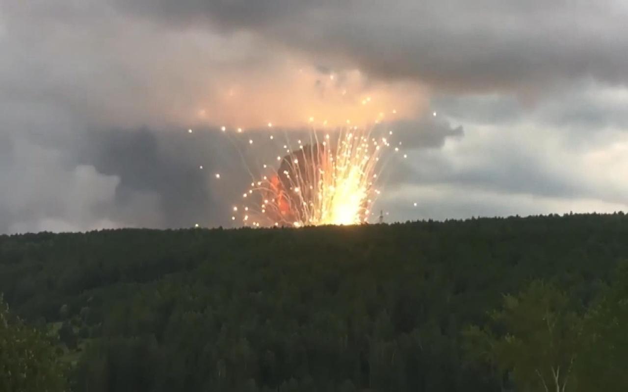 Rusya'da cephanelik deposunda yangın sonrası patlamalar