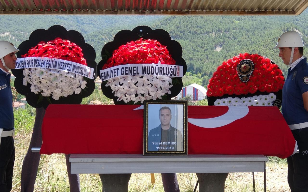 Görevi başında kalp krizi geçiren polis vefat etti