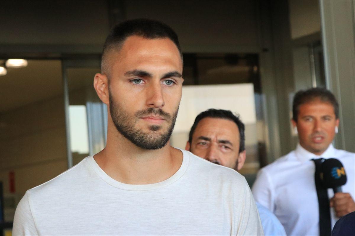 Beşiktaş takımının yeni transferi Victor Ruiz İstanbul'a böyle geldi