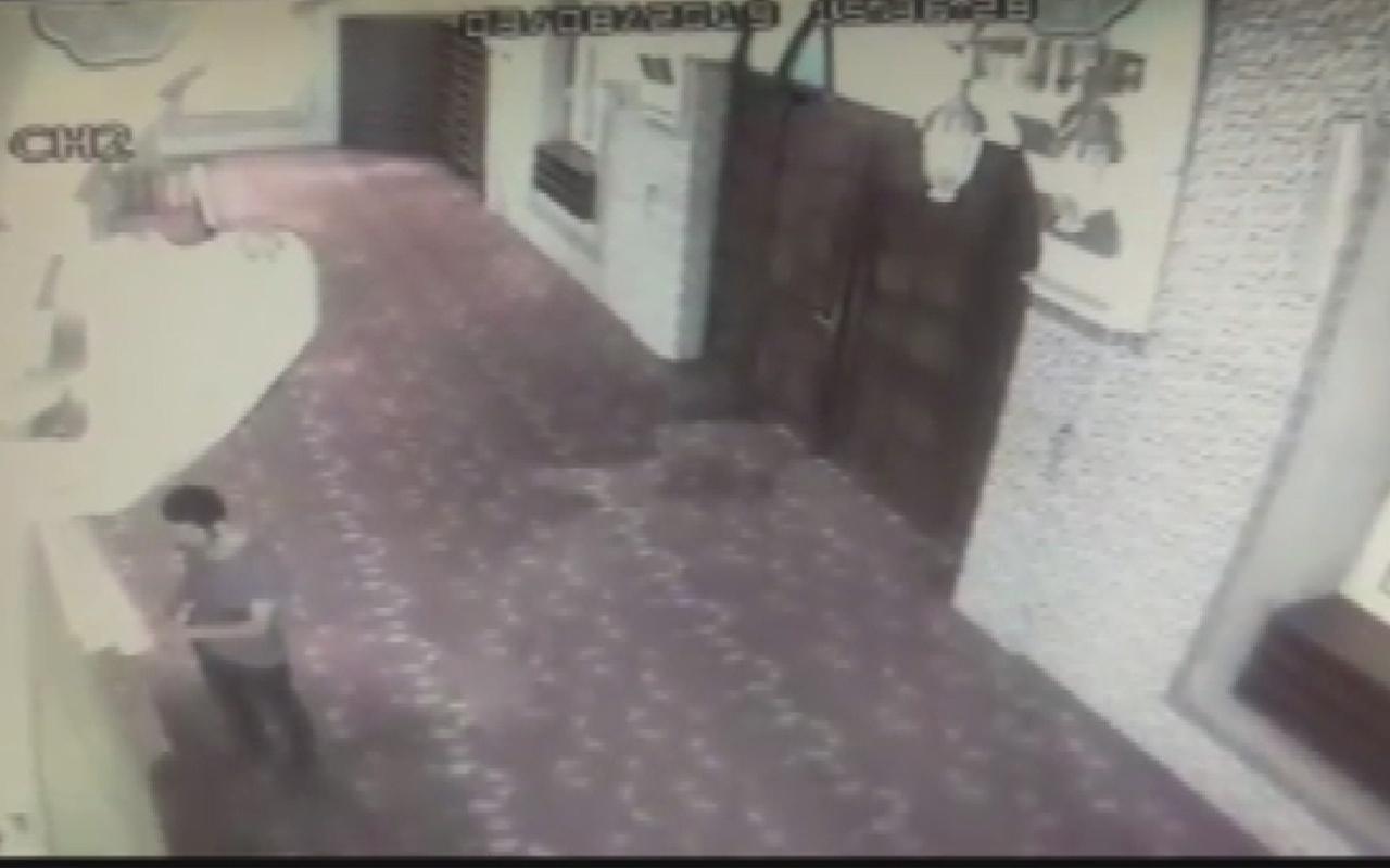 İstanbul Kağıthane'de Zihinsel engelli genç girdiği camiyi kundaklandı