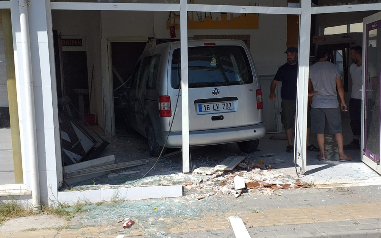 Bursa'da sürücü fren yerine gaza bastı olanlar oldu