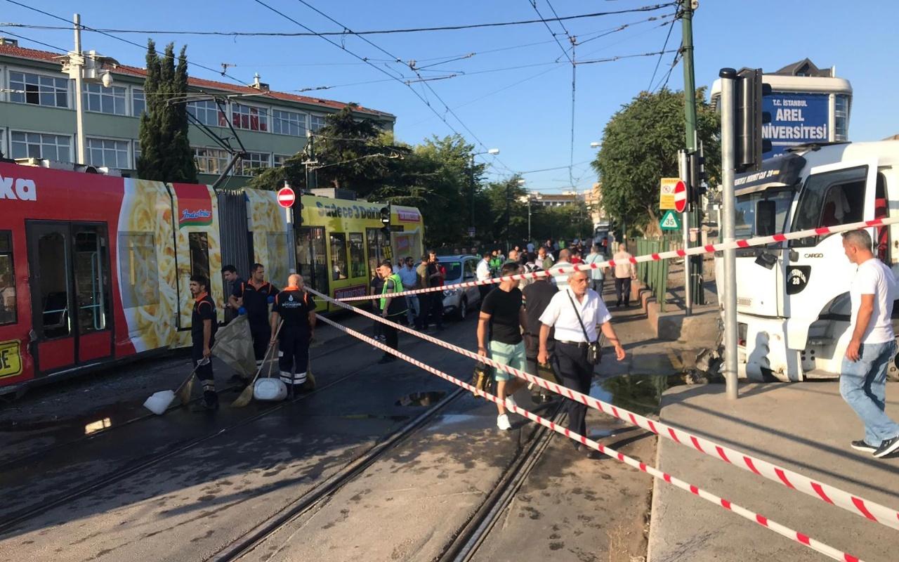 İstanbul'da tramvaya su tankeri çarptı