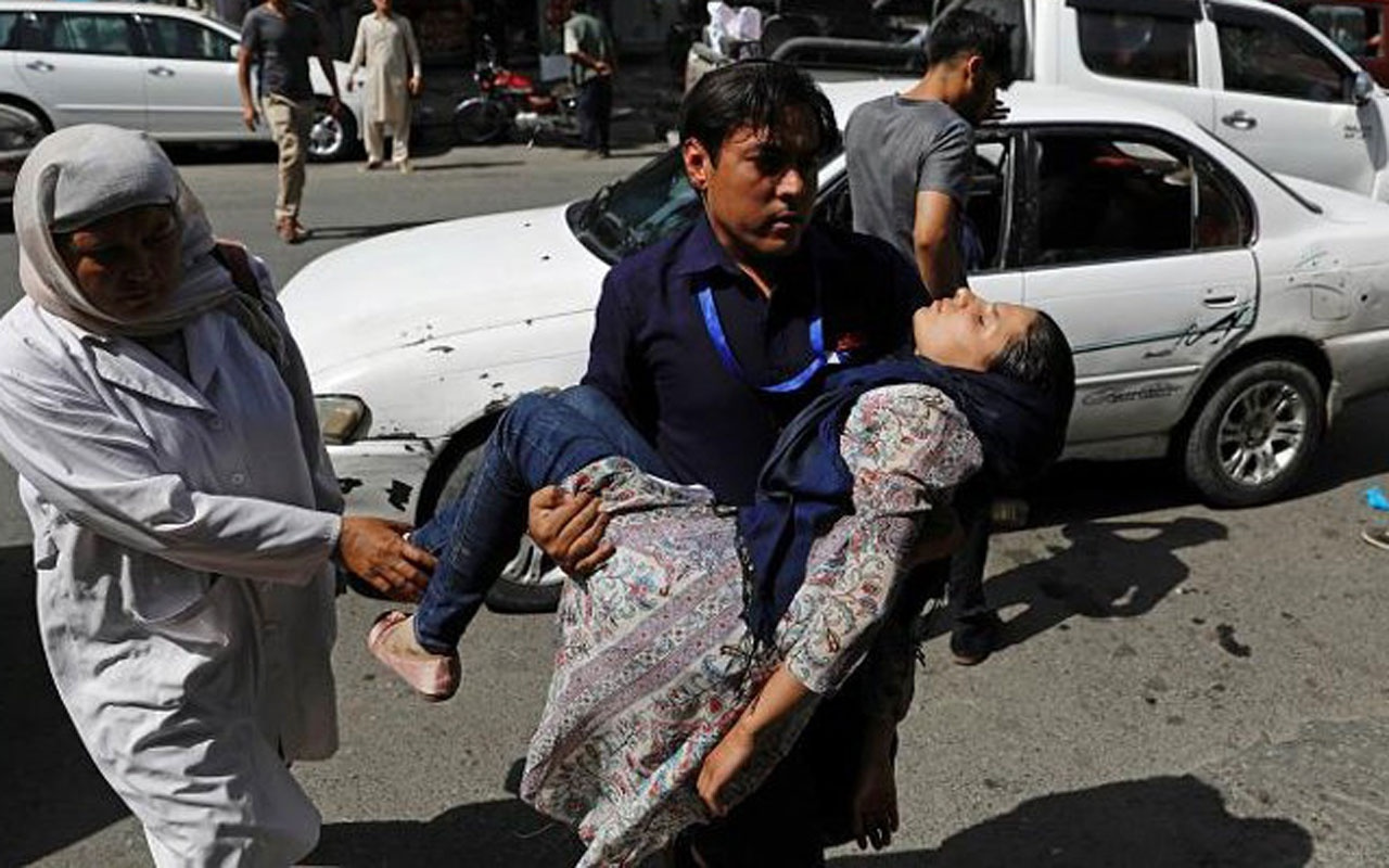 Afganistan'da intihar saldırısı! Onlarca yaralı var