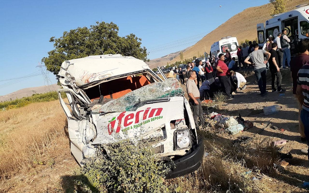 Kayseri'de minibüs ile kamyonet çarpıştı 18 yaralı