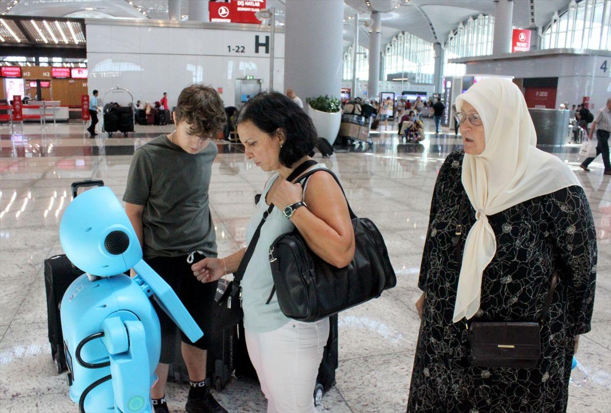 İstanbul Havalimanı'nda robotlar göreve başladı yaşlı teyzenin esprisi güldürdü - Sayfa 5