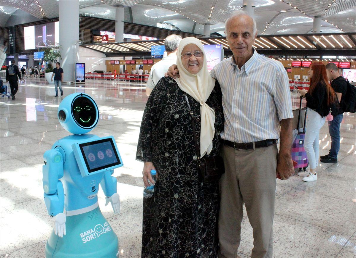 İstanbul Havalimanı'nda robotlar göreve başladı yaşlı teyzenin esprisi güldürdü - Sayfa 6