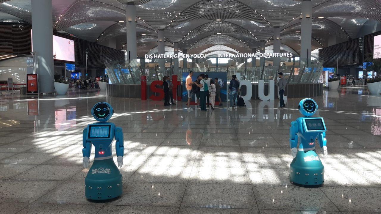 İstanbul Havalimanı'nda robotlar göreve başladı yaşlı teyzenin esprisi güldürdü - Sayfa 7