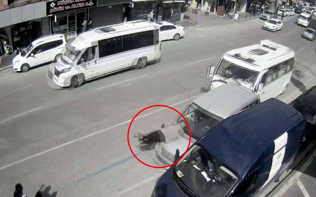 Duran araba adama çarptı