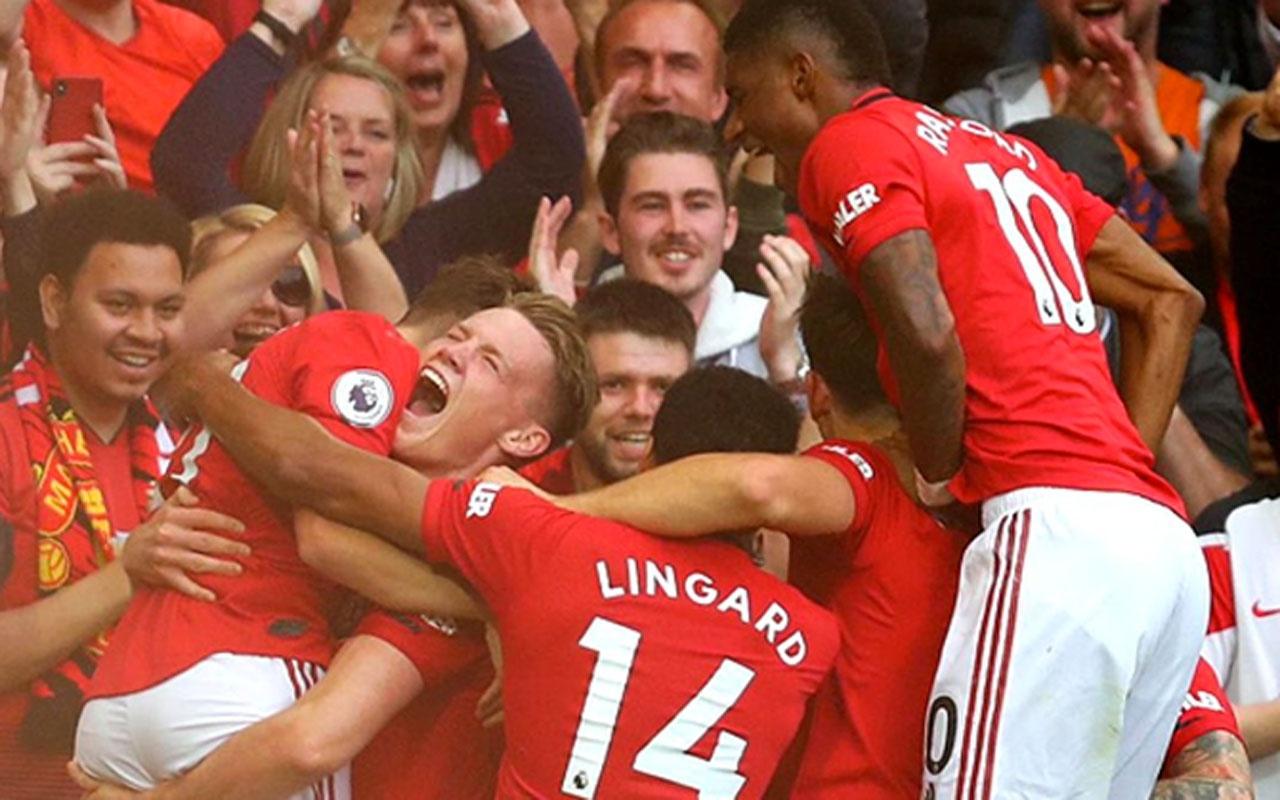 Manchester United Chelsea'yi 4-0 ile yere serdi