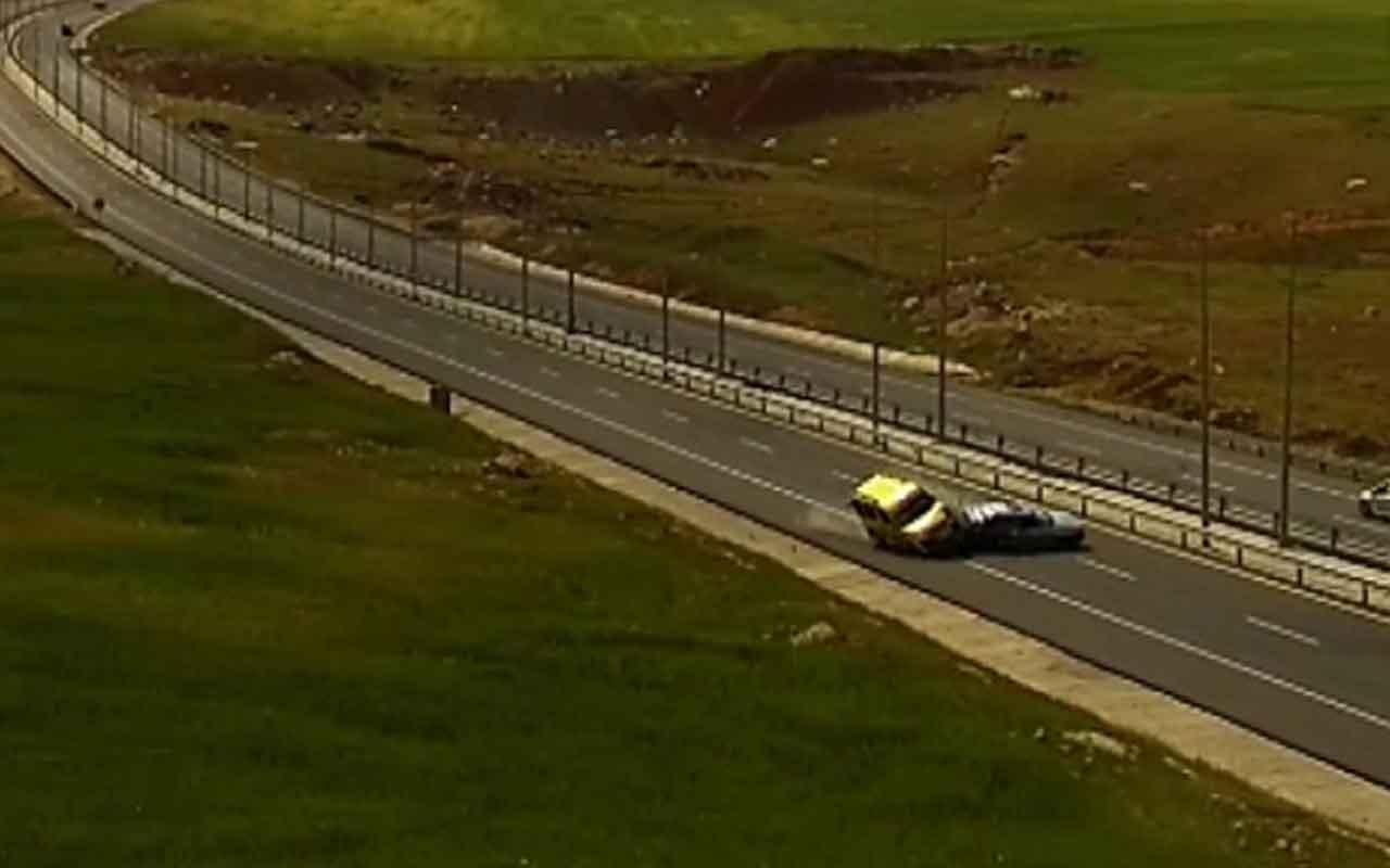 Trafik kazaları MOBESE kameralarında 4 ilden görüntü paylaşıldı