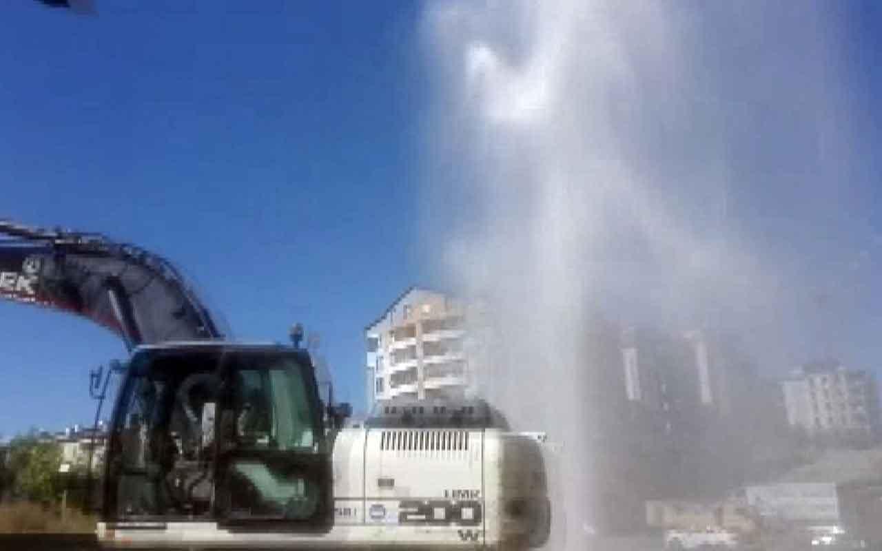 Sivas'ta boru patladı, su metrelerce yükseğe fışkırdı
