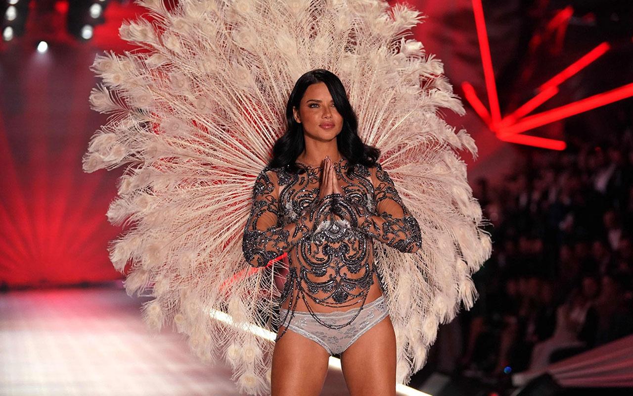 Adriana Lima bikinili görüntülendi mest etti! Emir Uyar'la aşkı olay olmuştu