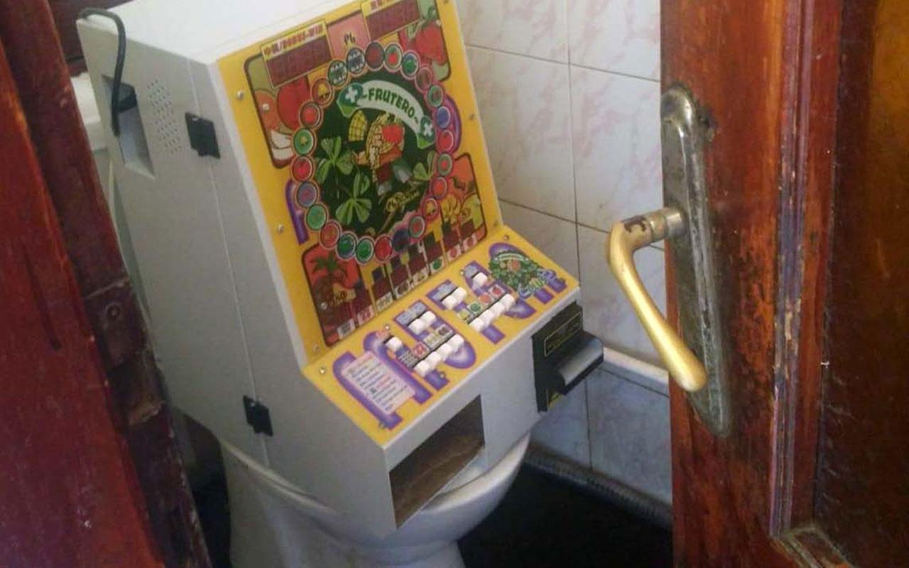 Edirne'de tuvalette klozetin üzerinde kumar oynattılar