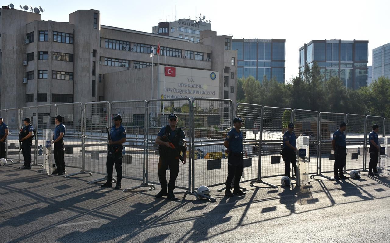 DiyarbakırBüyükşehir Belediyesi'nden çalışan 29 memur görevden uzaklaştırıldı
