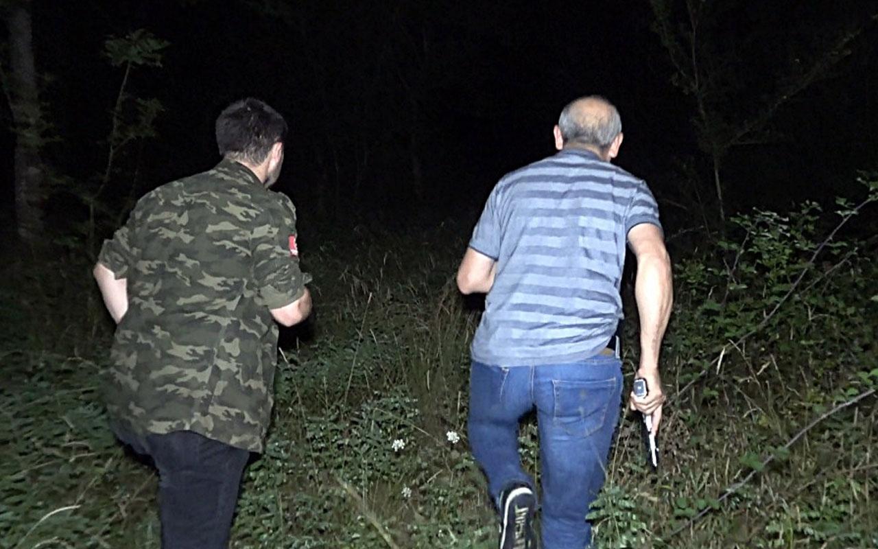 Sakarya'da 1'i kadın 2 gasp şüphesi polisin dur ihtarına uymadı aracı bırakıp ormana kaçtılar
