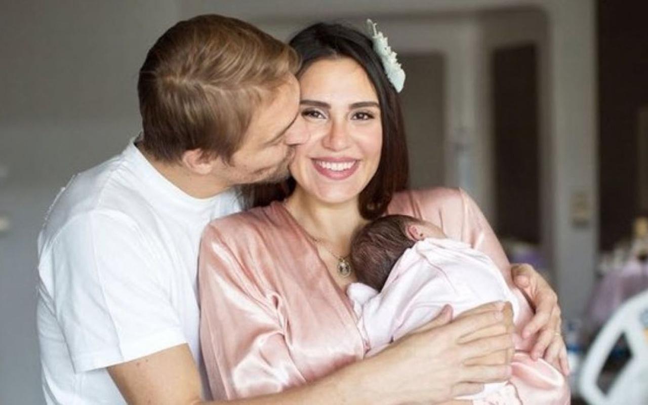 Caner Erkin ile evli olan Şükran Ovalı ilk kez kızının fotoğrafını paylaştı