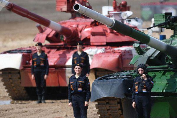 Rusya'nın tank mürettebatı tanıtıldı görenlerin ağzı açık kaldı! Tamamı kadın