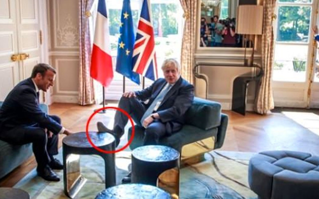 İngiltere yeni Başbakanı Boris'in ayak uzatma şekli olay oldu