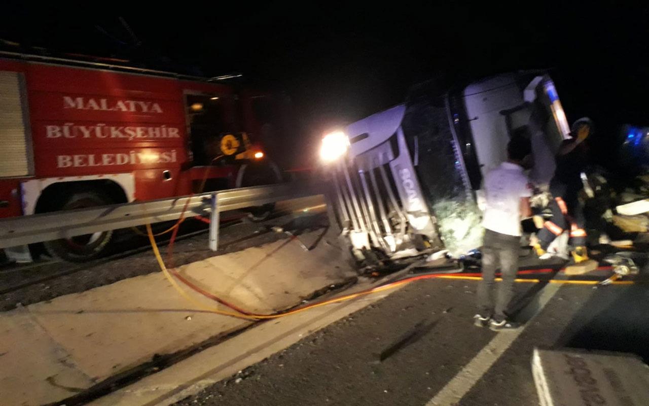 Malatya'da korkunç kaza TIR devrildi!