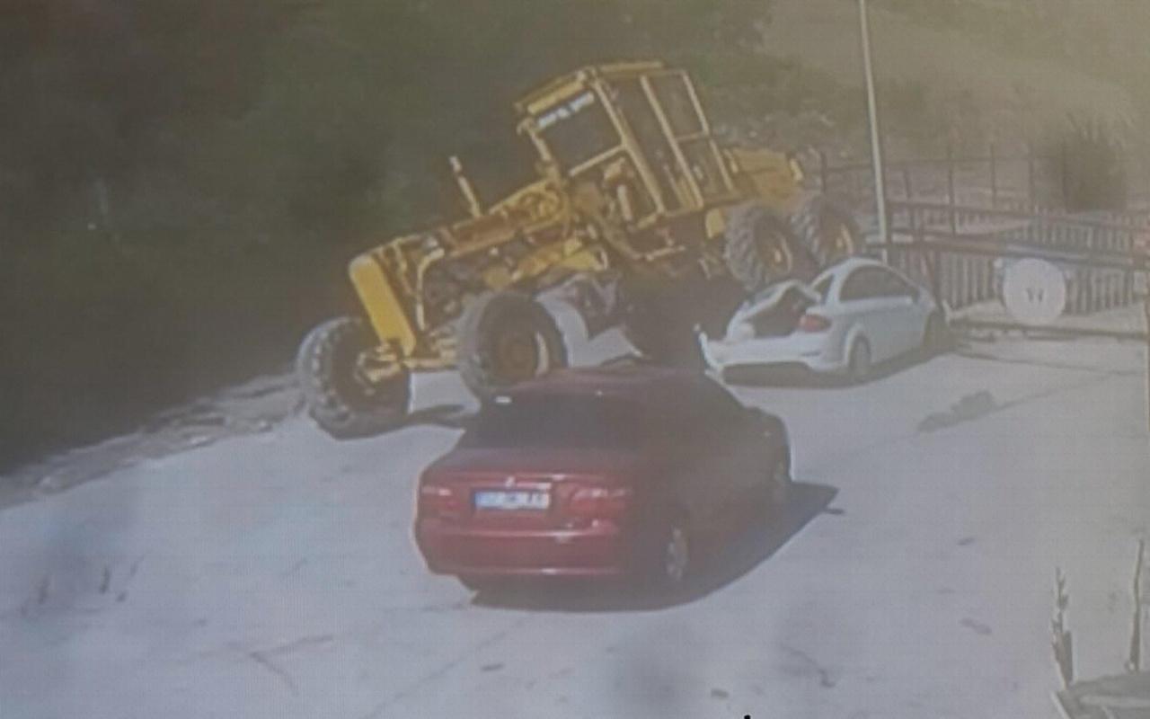 Sinop'ta freni boşalan greyder otomobili ezdi